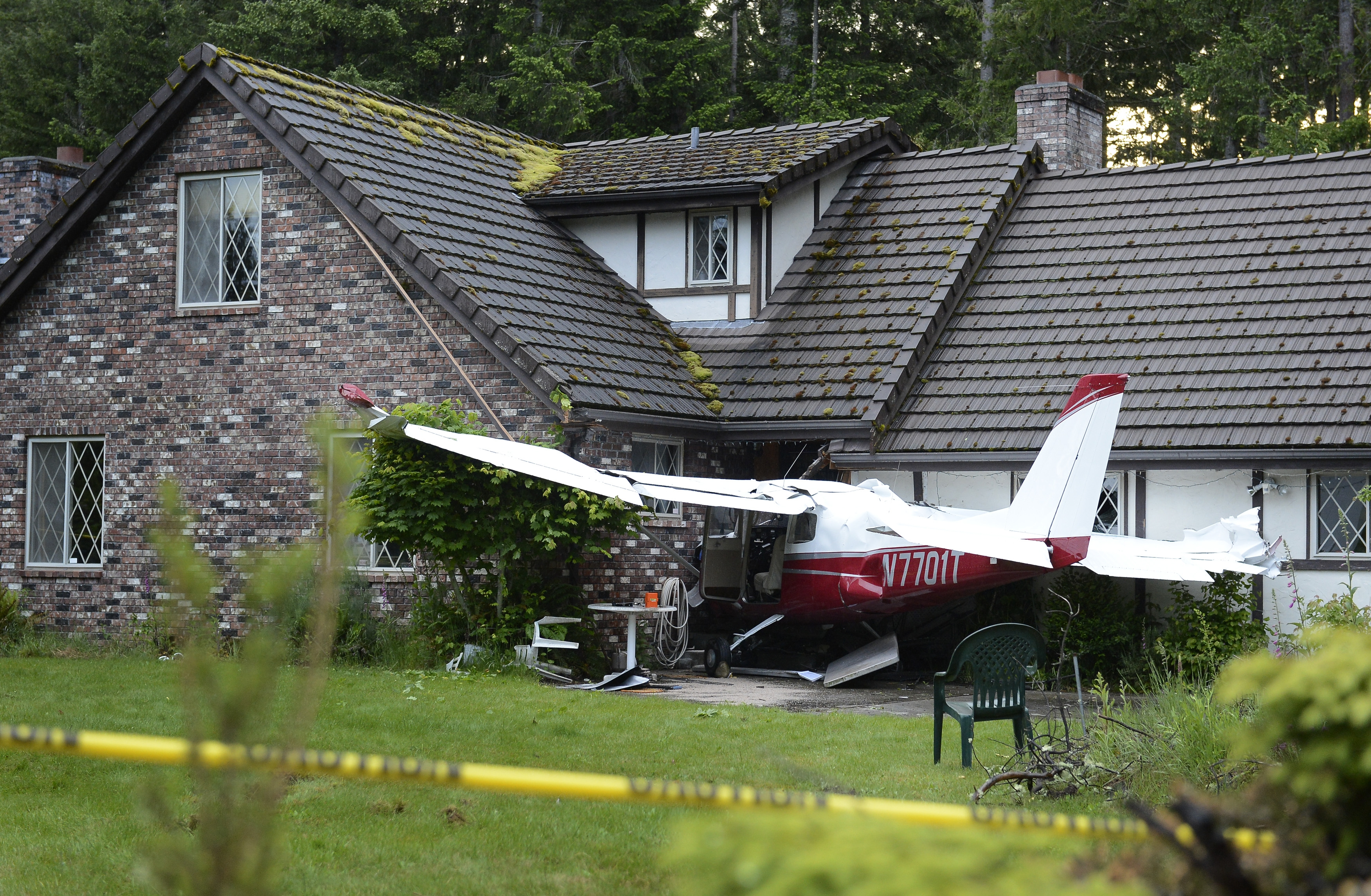 plane crashes into house the squad blog